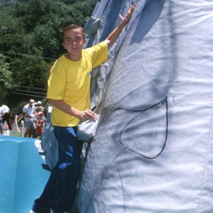 Frankie Muniz at 2000 AIDS Charity Event