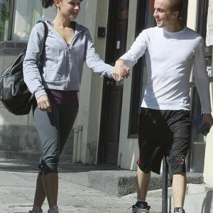 Frankie Muniz and Elycia Marie Moving Boxes