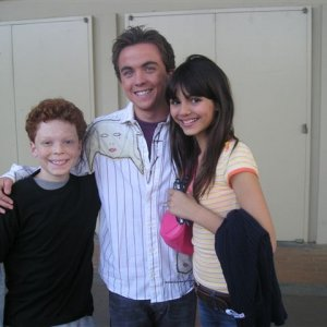 Cameron Monaghan, Frankie Muniz and Victoria Justice (2005)