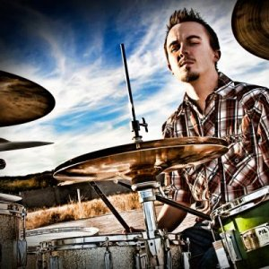 Frankie Muniz as drummer of 'You Hang Up'