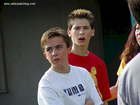 Frankie Muniz and Justin Berfield on the set - Malcolm in ...