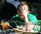 Frankie-Muniz-Cafe-Med-March-2007-MITMVC-3.JPG